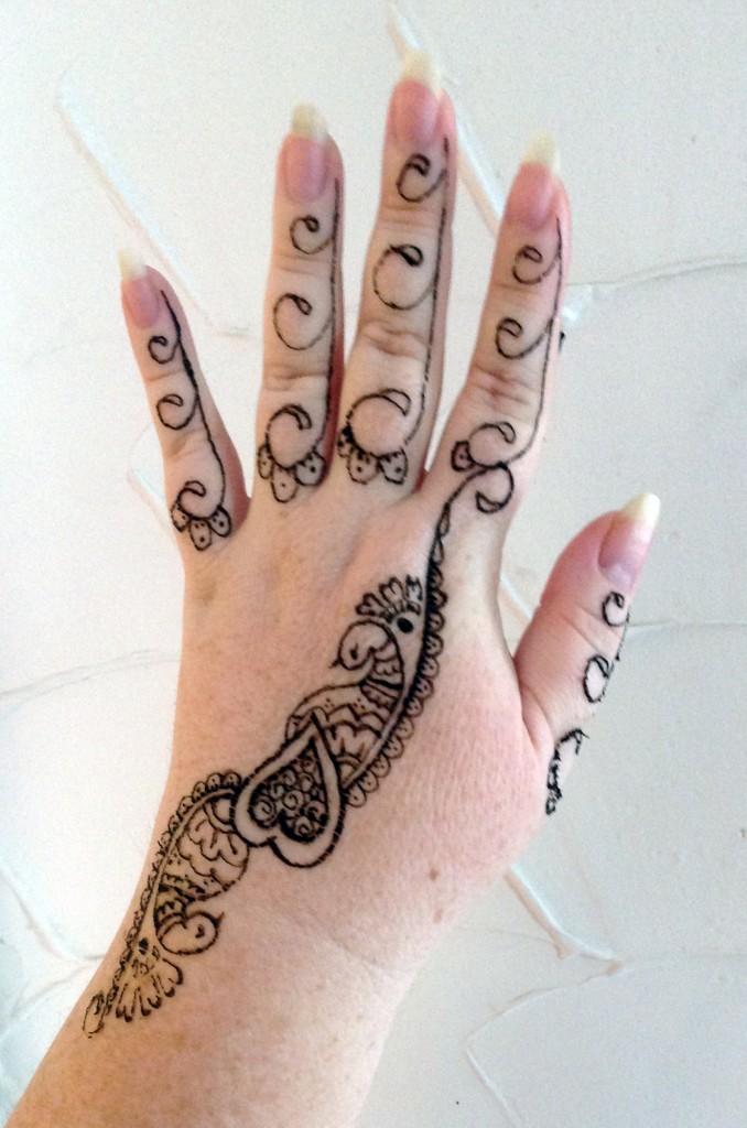 henna-outside