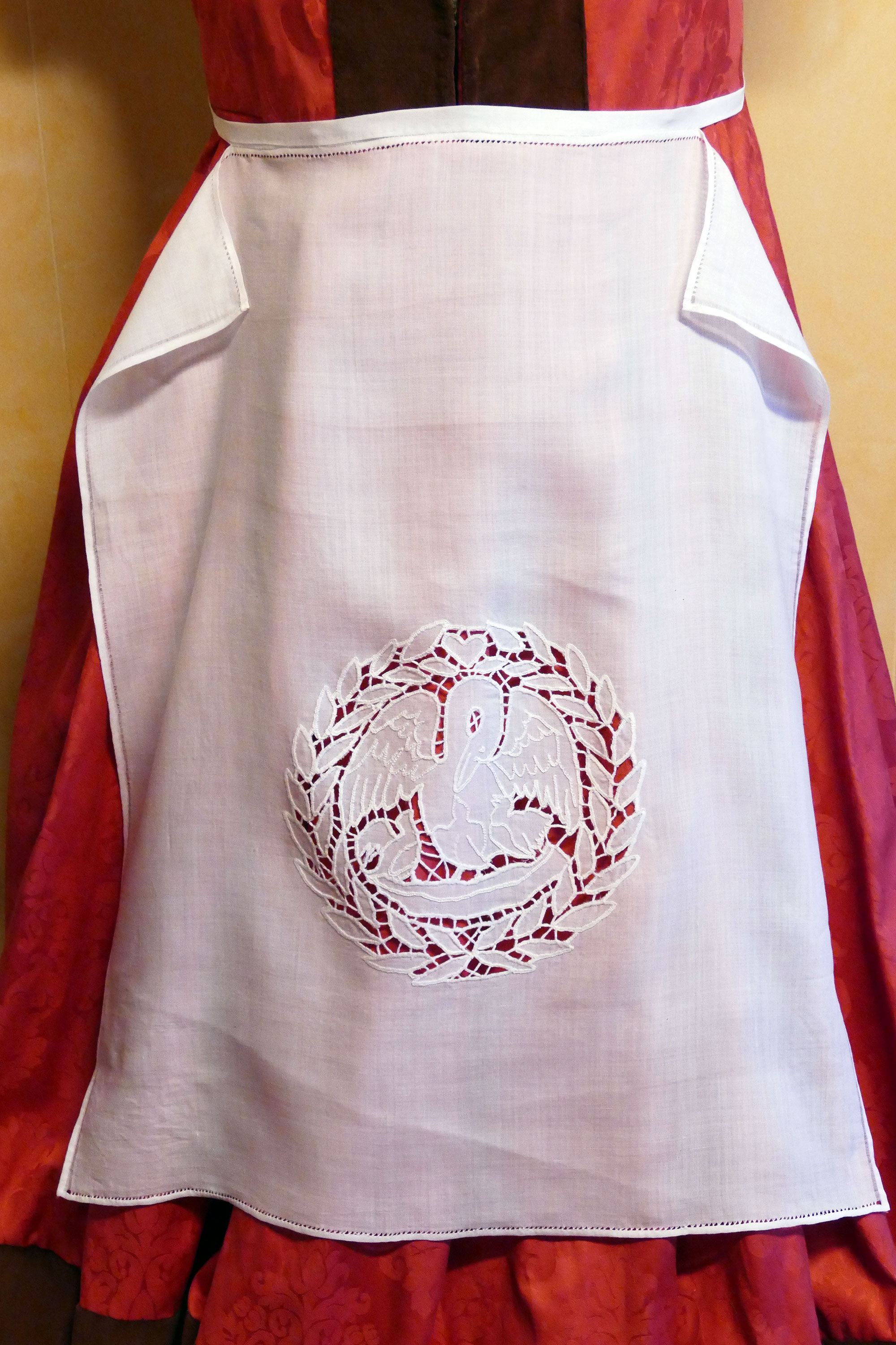 Richelieu cutwork embroidery apron and tutorial